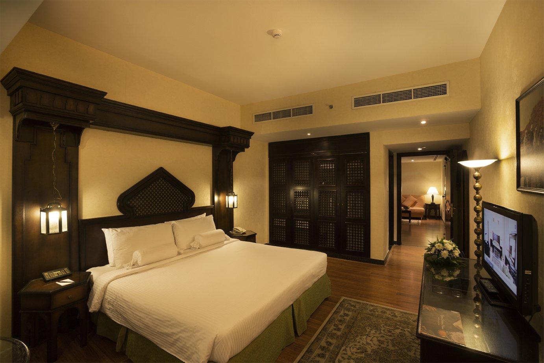 Arabian courtyard hotel spa hotel spa s rooms in dubai for Hotel room in dubai
